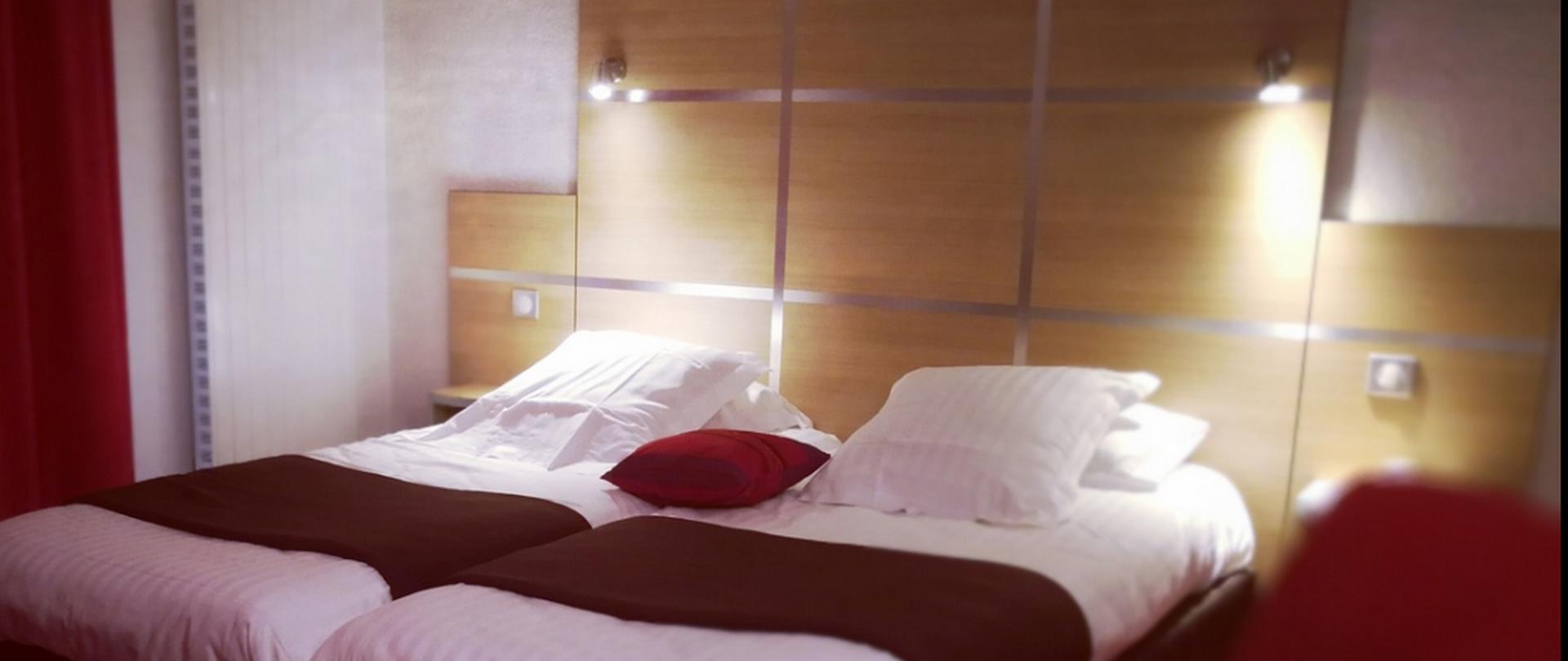 h tel le chris 39 tel h tel le puy en velay plein centre ville. Black Bedroom Furniture Sets. Home Design Ideas