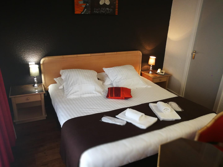 hotel le chris 39 tel hotel le puy en velay france. Black Bedroom Furniture Sets. Home Design Ideas